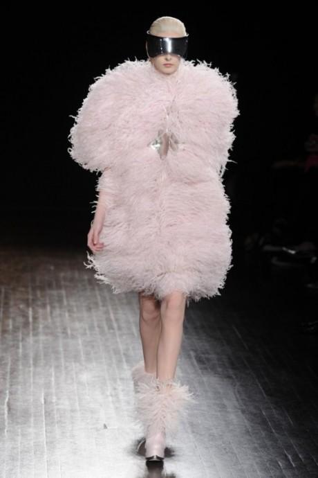 alexander mcqueen, fall, autumn, winter, 2012, fashion, show, runway, ruffles, pink, red, black,