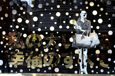 yayoi kusama, selfridges, london, dots, clothing, fashion, designer, window display, visual merchandising, shop window, louis vuitton,