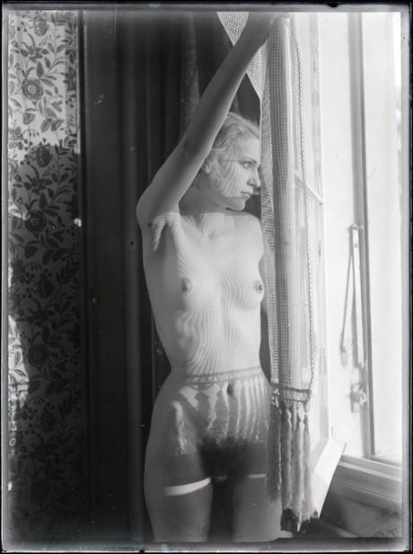 Man Ray, 1930, portrait, photographer, war journalist, muse, solarisation, photography, Lee Miller