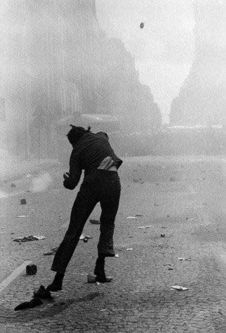 Gilles Caron, Student riots, Rue Saint Jacques, Paris, France, May 6, 1968, photography, composition