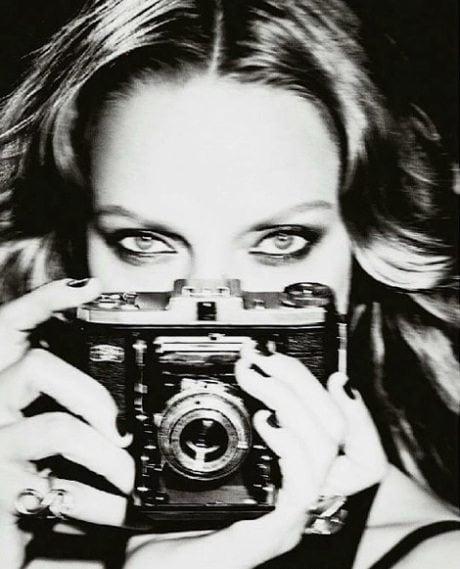 Uma Thurman, photography, Ellen von Unwerth, portrait, girl with camera